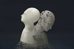sculpture of two heads showing bipolar disorder
